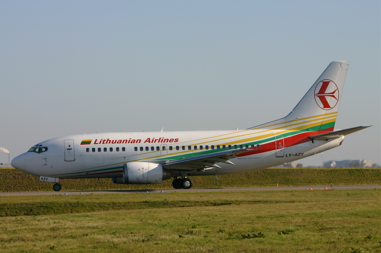 Lithuanian airl  B737  ly azy  10-10-04